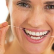 pulire l'impianto dentale