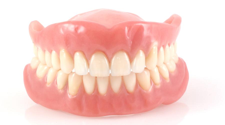 dentiera o impianti dentali