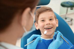 vernice al fluoro carie dentale