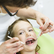perdita prematura dei denti decidui