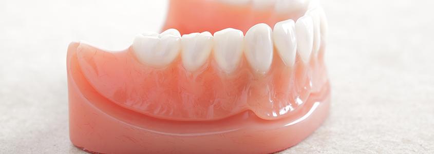 pasta adesiva per dentiera